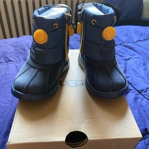 UGG WINTER BOOTS TODDLER GIRL SIZE 6!
